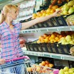 Woman shopping fruits — Stock Photo #18956535