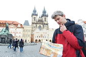 Man with map over tourist attraction — Stock Photo
