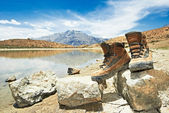 Tourist hiker boots shoes in mountains — Stok fotoğraf