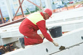 Builder worker stop up concrete slab — Photo