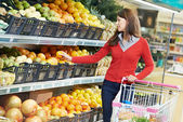 Woman shopping fruits — Foto de Stock