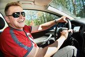 Szczęśliwy kierowca jazdy samochodem — Zdjęcie stockowe