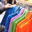 Close-up hands choosing clothing — Stockfoto