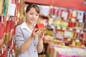 Chinese woman shopping food — Stok fotoğraf