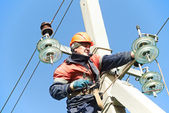 Power electrician lineman at work on pole — Stockfoto