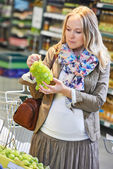 Shopping woman at store — Stock Photo
