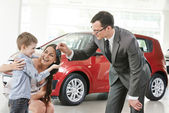Car purchasing at automobile sale centre — Stock Photo
