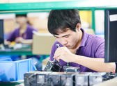 Chinese worker at manufacturing — Stock Photo