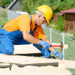 Carpenter works on roof — Foto de Stock