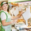 Saleswoman in supermarket shop — Stockfoto