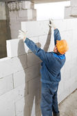 Builder mason worker bricklayer — Stock Photo