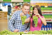 Family at fruit food shopping in supermarket — Stock Photo