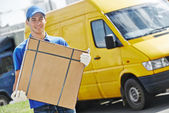 Delivery man with parcel box — Stock Photo