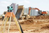 Surveyor equipment level at construction site — Stock Photo