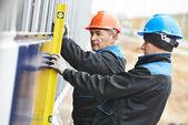Builder facade plasterer worker with level — Stock Photo