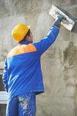 работник на штукатурные фасадные работы — Стоковое фото