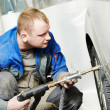 Auto repair man flatten metal body car — Stock Photo