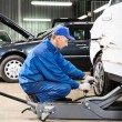 Auto mechanic at repair work — Stock Photo