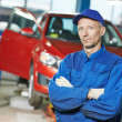Repairman auto mechanic at workshop — Stock Photo