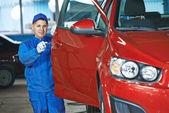 Auto mechanic at repair bodywork — Stock Photo