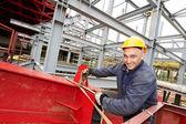 Oluşturucu çalışan inşaat sahasında — Stok fotoğraf
