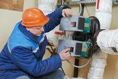 отопление инженер ремонтник в котельной — Стоковое фото