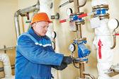 Técnico ingeniero de sala de calderas de calefacción — Foto de Stock