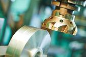 Close-up prozess der metallbearbeitung von mill — Stockfoto