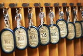 Hotel keys in cabinet — Stock fotografie