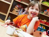 吃早餐的女孩 — 图库照片