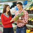 Family shopping fruits — Stock Photo