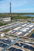 Abwasser-lagertanks in kläranlage — Stockfoto
