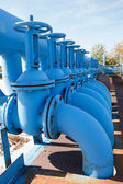 Line from blue oxigen gate valves with pipes on maintenance platform — Stock Photo
