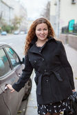 Pretty business woman standing near the vehicle and holding car hand — Stock Photo