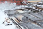 在冬天的季节在污水处理上蒸发 — 图库照片