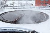 圆形沉淀池在冬天的季节水蒸发 — 图库照片