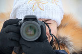 Close up female photographer with camera outdoor in winter clothes — Stock Photo