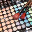 Professional eye shadow makeup with two brushes — Stock Photo