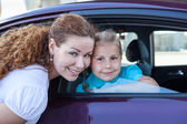 Portrait of a Caucasians mother with her daughter near the car — Stock Photo