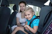 Путешествие в автомобиле с детского кресла — Стоковое фото
