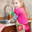 Small girl in the kitchen — Stock Photo