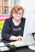 Haute femme au travail — Photo