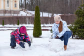 Family making snowman — Stock Photo