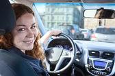 женщина вождения автомобиля — Стоковое фото