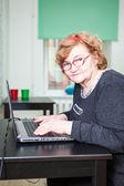 Woman typing on laptop — Stock Photo