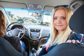 Women in car — Stockfoto
