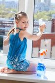 Windows lavado chica — Foto de Stock