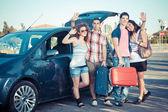 čtyři přátelé připraven k odjezdu vacatio — Stock fotografie