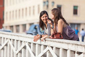 Two Women Talking in the City — Stock Photo