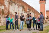 Gruppo di studenti universitari multiculturale — Foto Stock